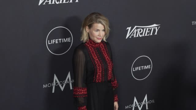 elizabeth chomko at the variety's power of women: los angeles at the beverly wilshire four seasons hotel on october 12, 2018 in beverly hills,... - フォーシーズンズホテル点の映像素材/bロール