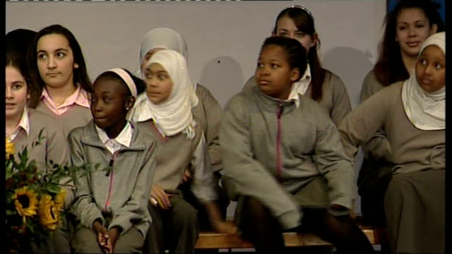 stockvideo's en b-roll-footage met elizabeth garrett anderson school students talk about michelle obama's visit; england: london: int various views of schoolgirls from the choir at... - van vorm veranderen