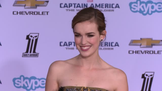 vídeos y material grabado en eventos de stock de elizabeth henstridge at the captain america the winter soldier los angeles premiere at the el capitan theatre on march 13 2014 in hollywood california - cines el capitán