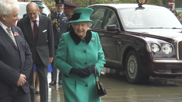 elizabeth ii, prince philip, duke of edinburgh arriving at the opening of the francis crick institute on november 09, 2016 in london, england. - elizabeth ii stock videos & royalty-free footage