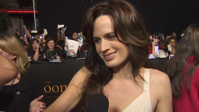 elizabeth reaser on being here, on filming, on director chris weitz.. at the 'the twilight saga: new moon' premiere at westwood ca. - twilight stock videos & royalty-free footage