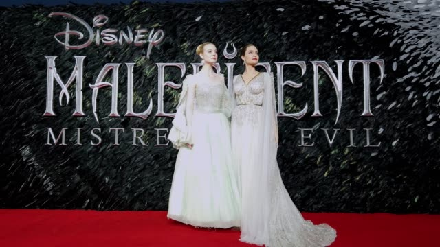 vídeos de stock, filmes e b-roll de elle fanning and angelina jolie attend 'maleficent: mistress of evil' european premiere at odeon imax waterloo on october 9, 2019 in london, england. - estreia