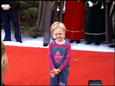 elle fanning at the premiere of 'the santa clause ii' at the el capitan theatre in hollywood, california on october 27, 2002. - エルキャピタン劇場点の映像素材/bロール