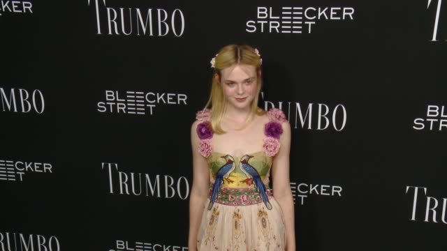 vidéos et rushes de elle fanning at the trumbo los angeles premiere at the academy of motion picture arts and sciences on october 27 2015 in beverly hills california - academy of motion picture arts and sciences