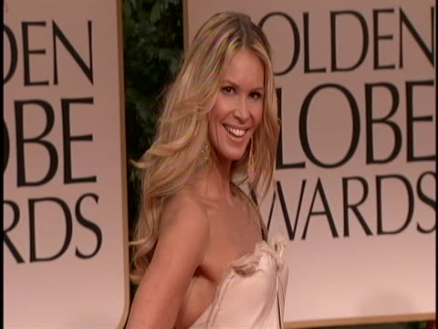 elle macpherson on red carpet for golden globe awards she is wearing a strapless mermaid style light gown with a lot of tulle on the bottom and her... - music or celebrities or fashion or film industry or film premiere or youth culture or novelty item or vacations 個影片檔及 b 捲影像