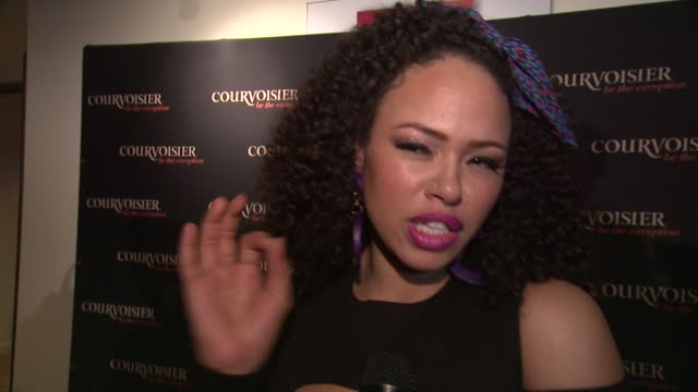 elle varner shares why she wanted to be in attendance atthe event. she thinks kelly rowland is an amazing singer and supportsher. she wants a... - carol singer stock videos & royalty-free footage