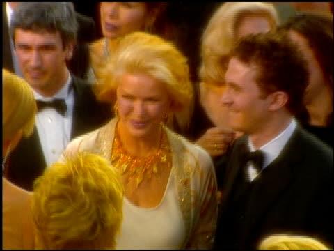 ellen burstyn at the 2001 academy awards at the shrine auditorium in los angeles, california on march 25, 2001. - 第73回アカデミー賞点の映像素材/bロール