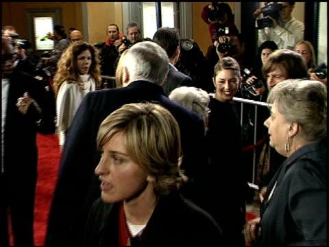 vidéos et rushes de ellen degeneres at the 'adaptation' premiere on december 3, 2002. - s'adapter