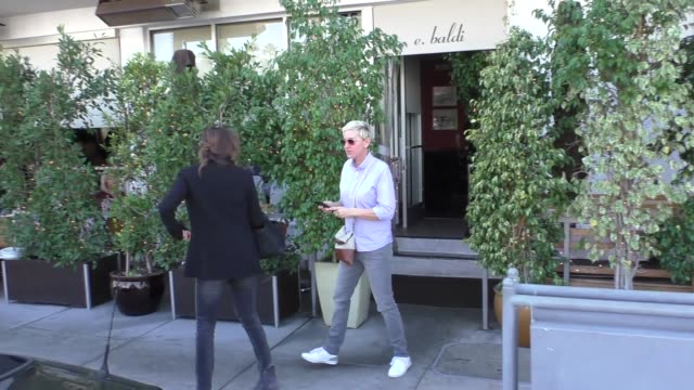 vídeos y material grabado en eventos de stock de ellen degeneres leaves lunch at e baldi in beverly hills at celebrity sightings in los angeles on november 10 2017 in los angeles california - ellen degeneres