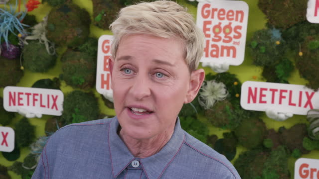 vídeos y material grabado en eventos de stock de interview ellen degeneres on the project the process and which character she feels like at the netflix 'green eggs ham' los angeles premiere on... - ellen degeneres