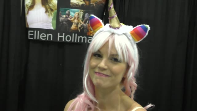 stockvideo's en b-roll-footage met ellen hollman at comikaze expo at the los angeles convention center at celebrity sightings in los angeles on october 31 2015 in los angeles california - los angeles convention center