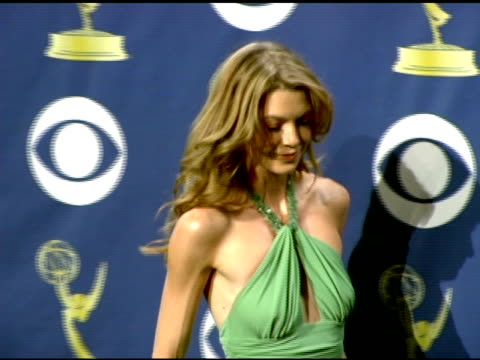 stockvideo's en b-roll-footage met ellen pompeo at the 2005 emmy awards press room at the shrine auditorium in los angeles california on september 19 2005 - 2005