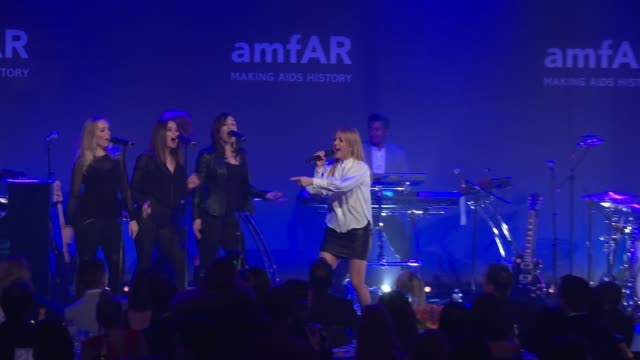 vídeos de stock, filmes e b-roll de performance ellie goulding at 19th annual amfar new york gala at cipriani wall street on february 08 2017 in new york city - ellie goulding