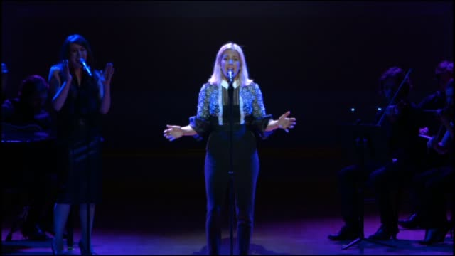 vídeos de stock, filmes e b-roll de performance ellie goulding performs at glamour magazine's 25th annual women of the year awards at carnegie hall on november 09 2015 in new york city - ellie goulding