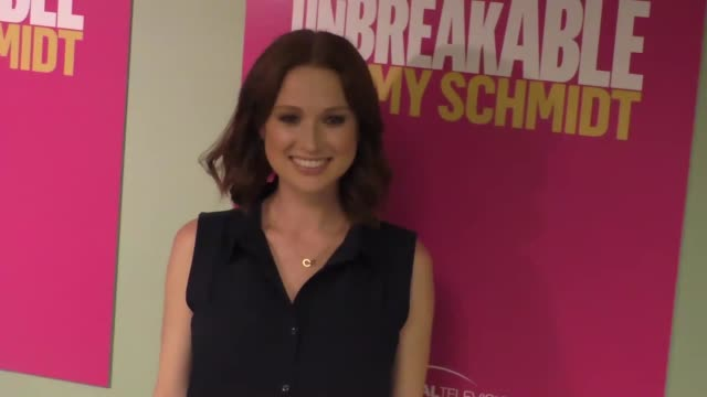 vídeos de stock, filmes e b-roll de ellie kemper at the unbreakable kimmy schmidt fyc panel at ucb sunset theater in hollywood in celebrity sightings in los angeles, - ellie kemper