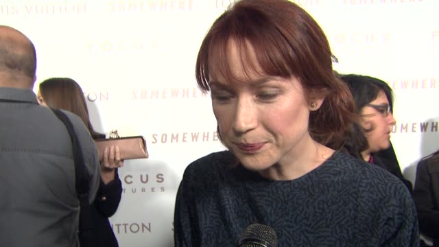 vídeos de stock, filmes e b-roll de ellie kemper on her role in the film, on working with sofia at the 'somewhere' premiere at hollywood ca. - ellie kemper