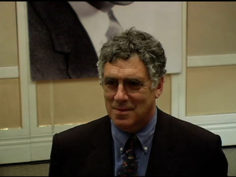 elliott gould at the karl malden reception of the monte cristo award at the beverly hilton in beverly hills california on november 11 2004 - elliott gould stock videos & royalty-free footage