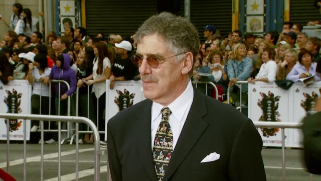 elliott gould at the 'ocean's thirteen' north american premiere at grauman's chinese theatre in hollywood california on june 5 2007 - elliott gould stock videos & royalty-free footage