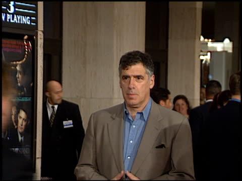 elliott gould at the 'one night stand' premiere on november 12, 1997. - エリオット グールド点の映像素材/bロール