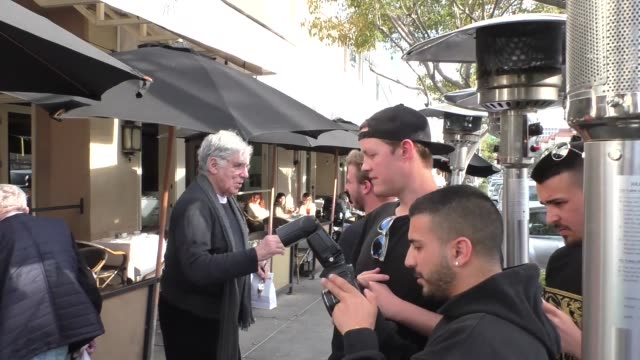 elliott gould greets fans in beverly hills at celebrity sightings in los angeles on january 24 2020 in los angeles california - elliott gould stock videos & royalty-free footage