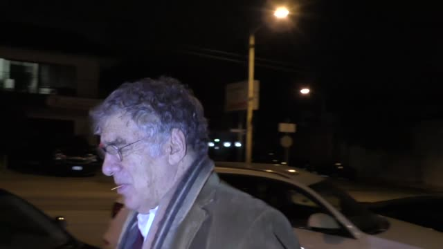 elliott gould leaves dinner at craig's in west hollywood at celebrity sightings in los angeles on november 17 2017 in los angeles california - elliott gould stock videos & royalty-free footage