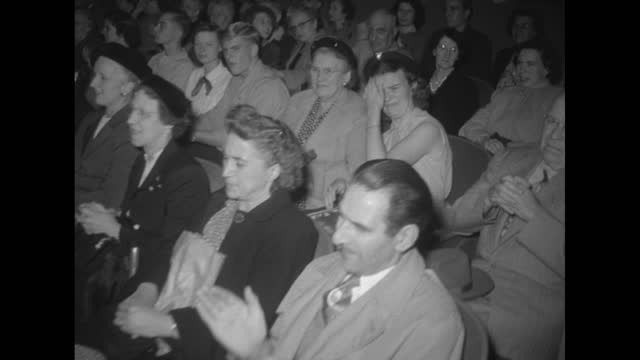 vidéos et rushes de elmira theater at night with marquee lit up and crowd waiting outside for grand reopening, spotlight rotating in fgd / elmira theater marque reads... - grand lit