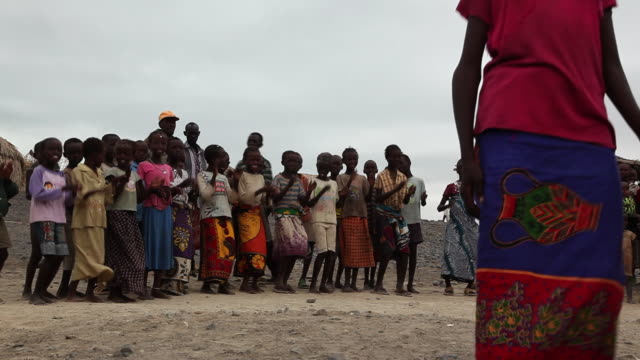 elmolo children singing near Lake Turkana