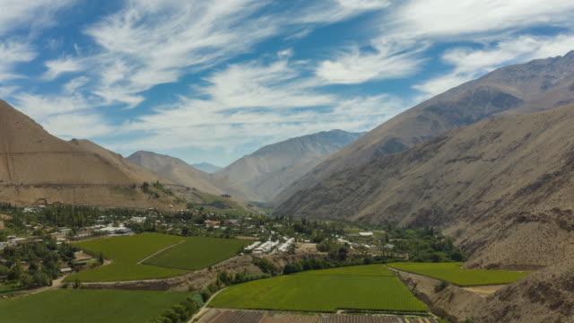 vídeos y material grabado en eventos de stock de elqui valley drone hyperlapse - valle