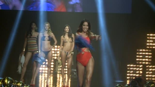 elsa pataky attends women's secret videoclip premiere - ジョアナ・サンス点の映像素材/bロール
