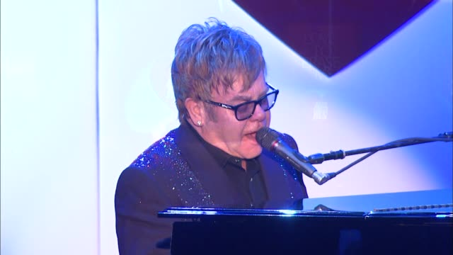 vidéos et rushes de elton john at the 20th annual race to erase love to erase on 5/3/13 in los angeles, ca . - gomme