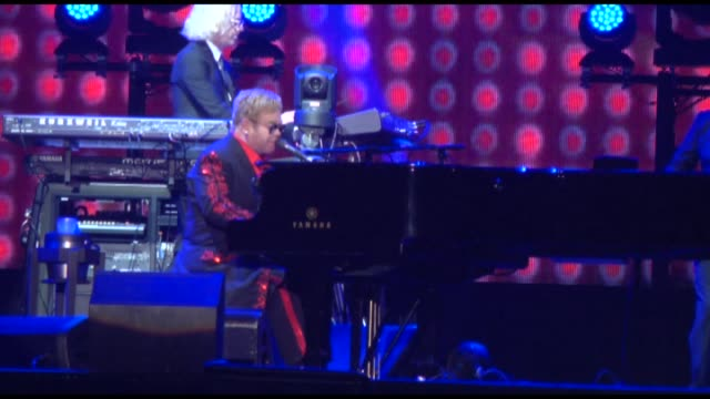 vidéos et rushes de elton john performs during his concert at expo 2016 antalya on september 9 2016 in antalya turkey - représentation artistique