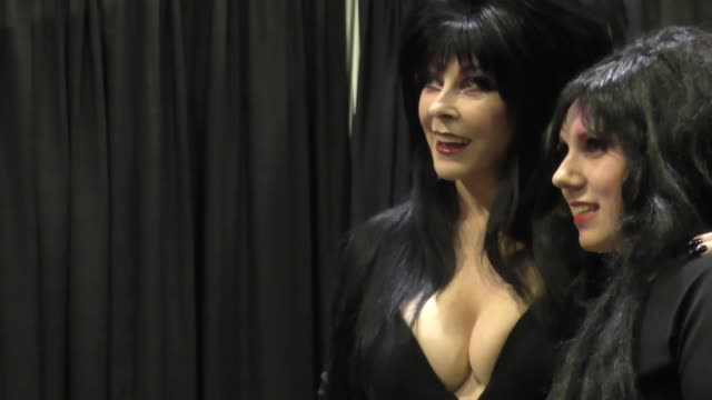 stockvideo's en b-roll-footage met elvira at comikaze expo at the los angeles convention center at celebrity sightings in los angeles on october 31 2015 in los angeles california - los angeles convention center