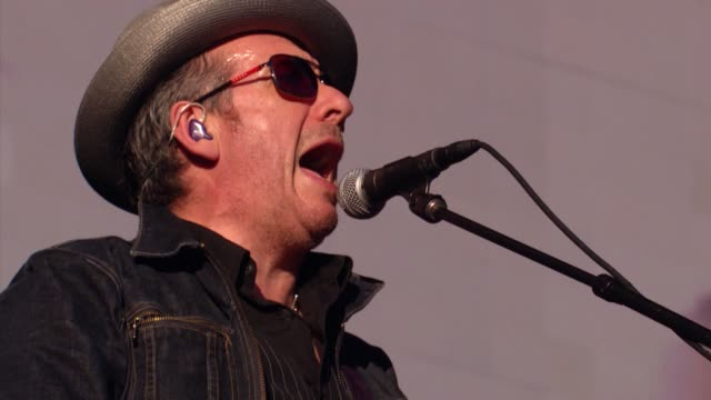 elvis costello at 2013 global citizen festival in central park to end extreme poverty on in new york, ny - elvis costello stock-videos und b-roll-filmmaterial