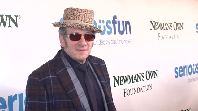 elvis costello at a celebration of paul newman's dream to benefit the seriousfun children's network at avery fisher hall at lincoln center for the... - elvis costello stock-videos und b-roll-filmmaterial