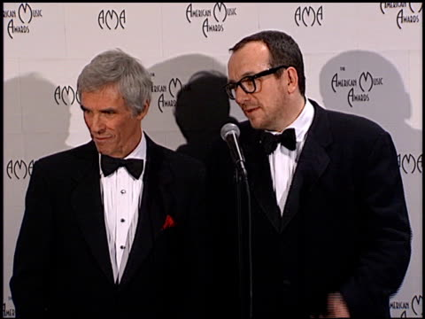 elvis costello at the 1999 american music awards press room at the shrine auditorium in los angeles, california on january 11, 1999. - elvis costello stock-videos und b-roll-filmmaterial
