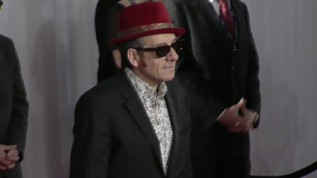 elvis costello at the 52nd annual grammy awards - arrivals at los angeles ca. - elvis costello stock-videos und b-roll-filmmaterial