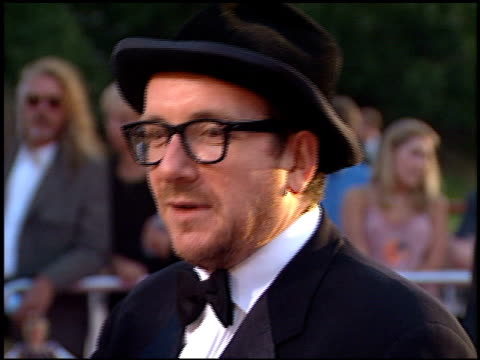 elvis costello at the 'austin powers' the spy who shagged me' premiere at universal amphitheatre in universal city, california on june 8, 1999. - elvis costello stock-videos und b-roll-filmmaterial