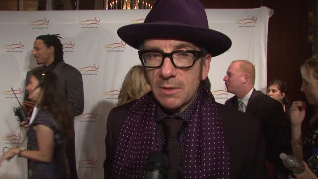 elvis costello talking about parkinson's in his family and supporting michael. at the 'a funny thing happened on the way to cure parkinson's' benefit... - elvis costello stock-videos und b-roll-filmmaterial