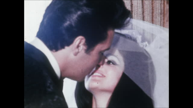 elvis lifts priscilla's veil and kisses her at their wedding. elvis and priscilla were married on may 1 at the aladdin hotel in las vegas. hdcam-sr... - プリシラ プレスリー点の映像素材/bロール