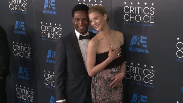 elvis nolasco and caitlin gerard at the 2015 critics' choice television awards at the beverly hilton hotel on may 31, 2015 in beverly hills,... - 放送テレビ批評家協会賞点の映像素材/bロール