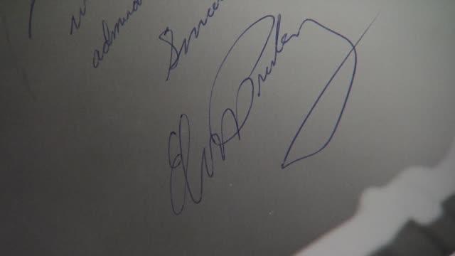 vidéos et rushes de elvis presley signed & inscribed original photograph to irving berlin at the gotta have rock and roll's the rock & roll pop culture auction elvis... - rock moderne