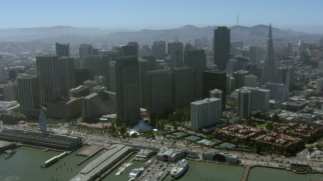 embarcadero and skyscrapers in san francisco - 北半球点の映像素材/bロール