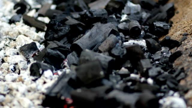 vídeos y material grabado en eventos de stock de embers y ash - rodear