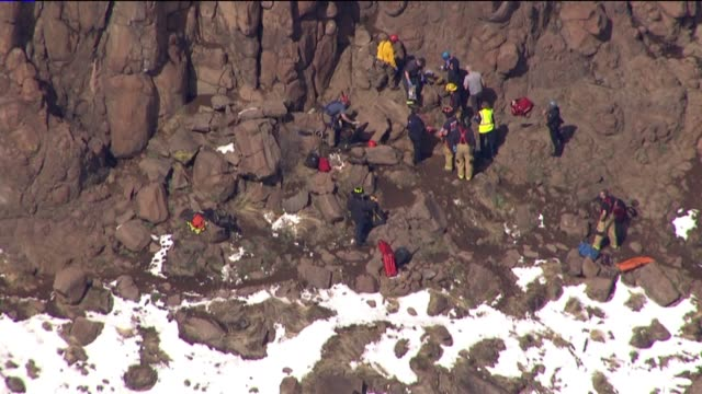 kdvr emergency crews rescued a 30yearold woman who was trapped under a 1500pound boulder while hiking on north table mountain on april 5 2017 - 救助隊点の映像素材/bロール