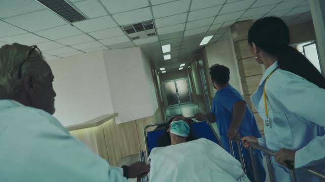 vídeos y material grabado en eventos de stock de departamento de emergencias - unidad de vigilancia intensiva