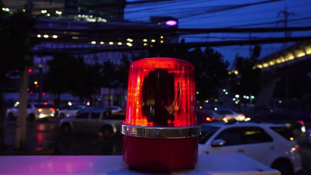 vídeos de stock, filmes e b-roll de luz de emergência - prontidão