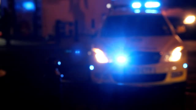 stockvideo's en b-roll-footage met hd: emergency police lights - politiedienst