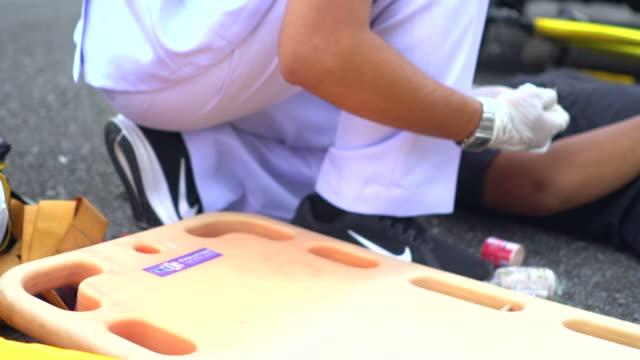 notfallhilfe - retter rettungsaktion stock-videos und b-roll-filmmaterial