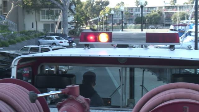 stockvideo's en b-roll-footage met (hd1080i) emergency: view from top of fire engine, sirens, lights - minder dan 10 seconden