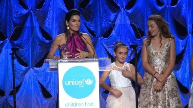 emery hope sehorn presents her mother, unicef ambassador honoree angie harmon with spirit of compassion award at 2017 unicef audrey hepburn society... - angie harmon stock videos & royalty-free footage